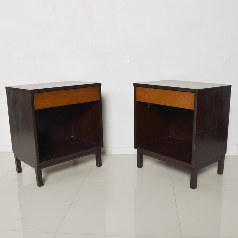 Mid-Century Modern Dunbar by Edward Wormley Two-Tone Nightstands Espresso & Honey Blonde 1960s For Sale