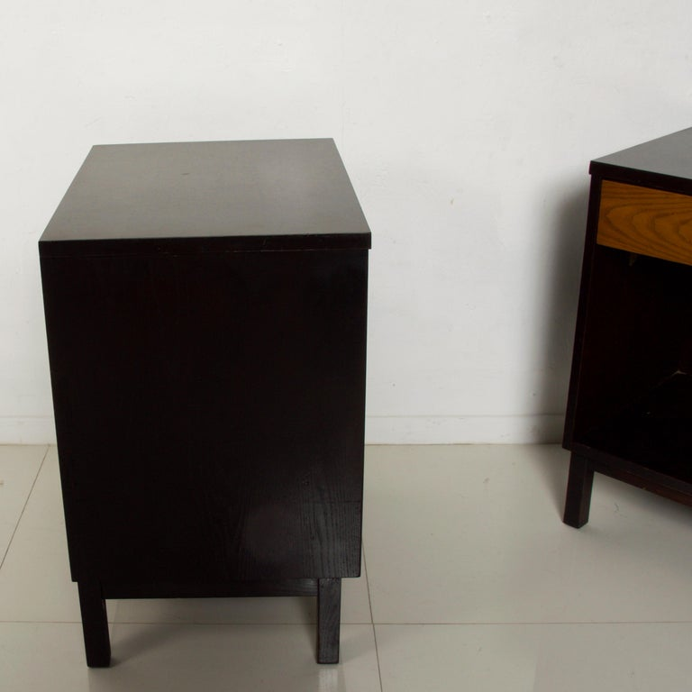 Dunbar by Edward Wormley Two-Tone Nightstands Espresso & Honey Blonde 1960s For Sale 2