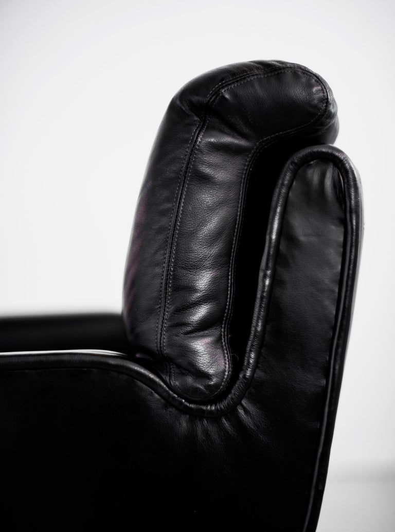 Dunbar Executive Office Chair In Good Condition For Sale In Los Angeles, CA