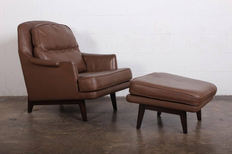 Dunbar Lounge Chair and Ottoman in Original Leather In Good Condition For Sale In Dallas, TX
