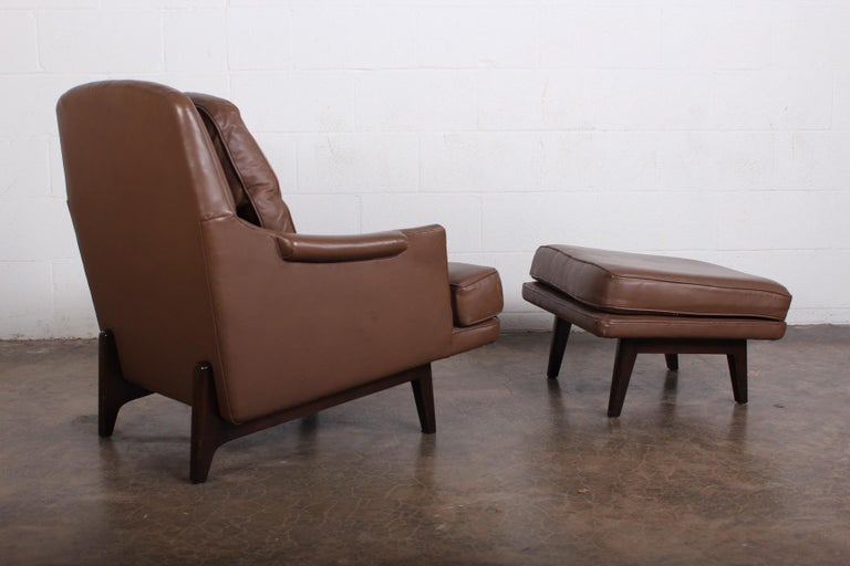 Dunbar Lounge Chair and Ottoman in Original Leather For Sale 2