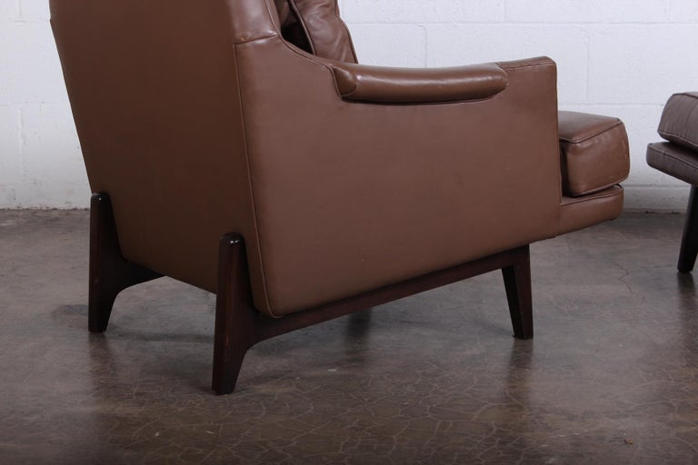Dunbar Lounge Chair and Ottoman in Original Leather For Sale 3
