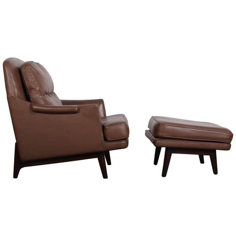 Dunbar Lounge Chair and Ottoman in Original Leather For Sale