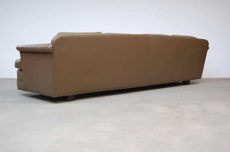 Dunbar Sofa in Leather In Good Condition For Sale In Providence, RI