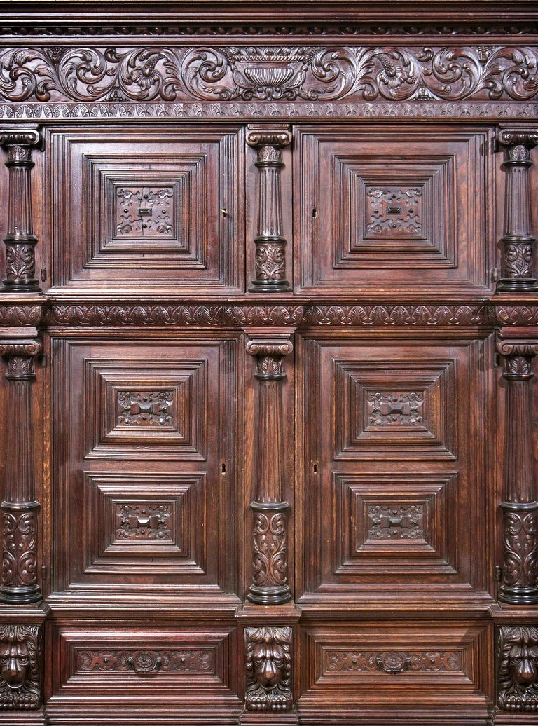 Dutch closet of the 17th century in carved oak, with four doors and two drawers.  Protruding cimaha, resting on a frieze decorated with plant motifs.  Doors decorated with protruding frames with geometric motifs in the center, flanked by