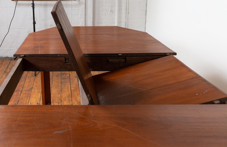 Dutch Colonial Antique Extension Dining Table with Folding Central Leaf In Good Condition For Sale In Yonkers, NY
