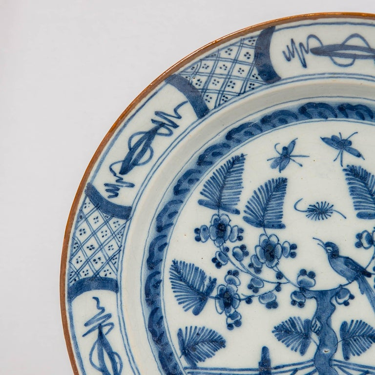 Dutch Delft Blue and White Charger with Bird Made circa 1770 In Good Condition For Sale In New York, NY