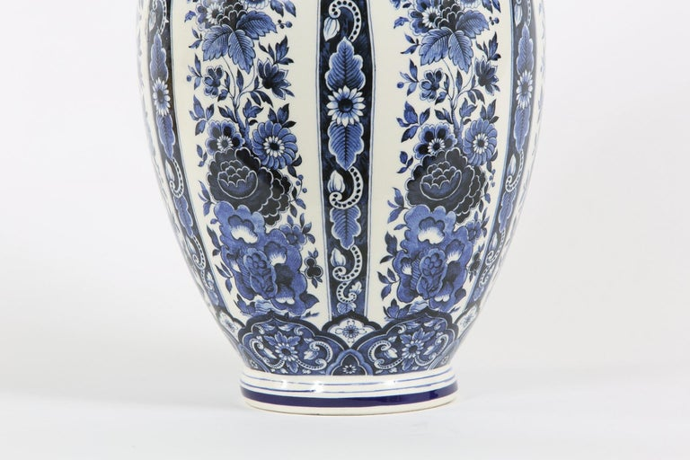 20th Century Dutch Porcelain Covered Decorative Urn For Sale