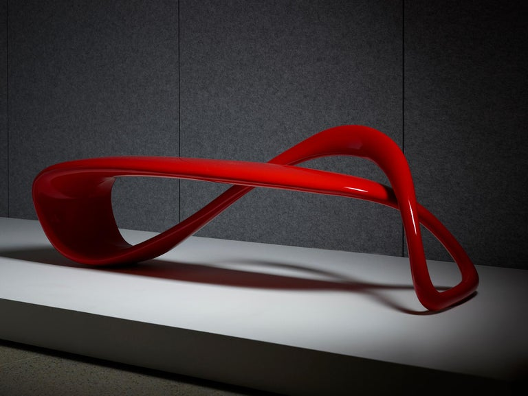The result of exploring the possibilities of a singular line in 3D space, the E-Turn is a continuously morphing ribbon that twists and turns from seat to structure before overlapping and returning again in the configuration of a bench. The endless