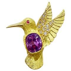 E. Wolfe & Co. 18 Karat Gold Hummingbird Brooch 4.37 Carat Cushion Pink Sapphire