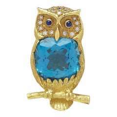 E. Wolfe & Co. 18 Karat Yellow Gold and 17.86 Carat Blue Topaz Owl Brooch