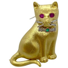 E. Wolfe & Co. 18 Karat Yellow Gold Cat Brooch with Diamond, Emerald and Ruby