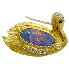 E. Wolfe & Co. 18 Karat Yellow Gold Swan Brooch with 2.60 Carat Opal Center