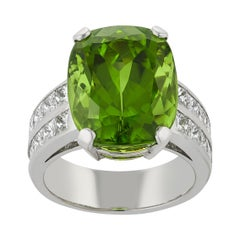 E Wolfe & Co Handmade 18ct White Gold Peridot and Diamond Cocktail Ring