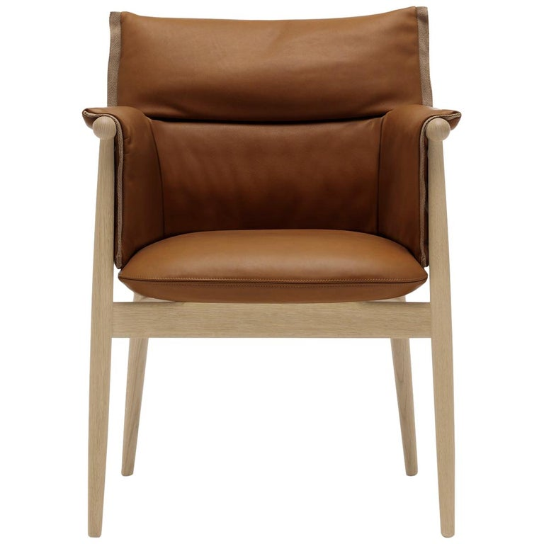 For Sale: Brown (Loke 7748) E005 Embrace Dining Chair in Oak Soap with Natural Edging Strip by EOOS