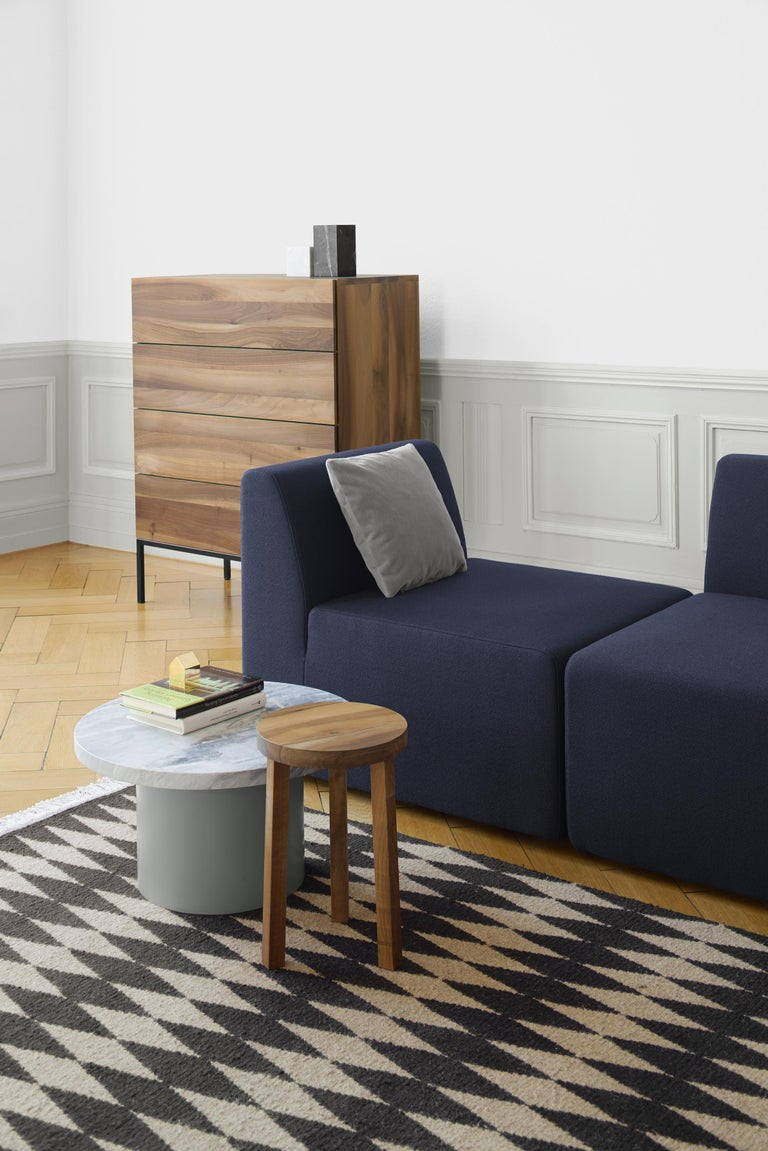 With the smart and playful side tables Enoki, e15 introduces marble for the collection, applying it to novel form. Cleverly toying with material, color and dimensions, the versatile side tables are presented in combinations of rich marble and solid