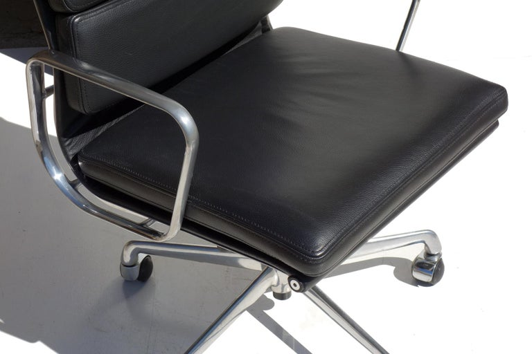 Mid-Century Modern EA 217 Charles Eames by ICF Soft Pad Black Leather Desk Chair For Sale