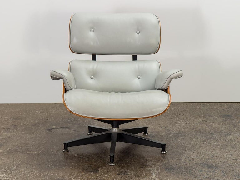 Molded Eames 670 Lounge Chair and 671 Ottoman For Sale