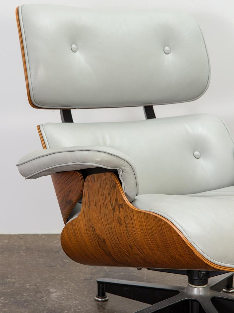 Late 20th Century Eames 670 Lounge Chair and 671 Ottoman For Sale