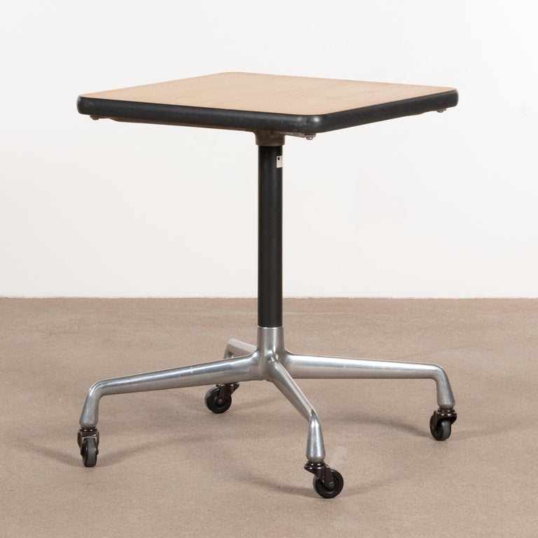 Easy to move small side (machine) table from the Herman Miller Action Office Series (model AO0563OK). Polished aluminum base with casters and oak veneer table top finished with a dark vinyl edge. All in good original vintage condition with traces of