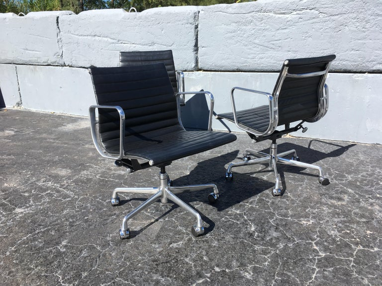 Eames aluminium management chairs in black leather for Herman Miller. Chairs are from 2005 and have some normal wear. These chairs are great for office or home, manual seat-height adjustment from 17