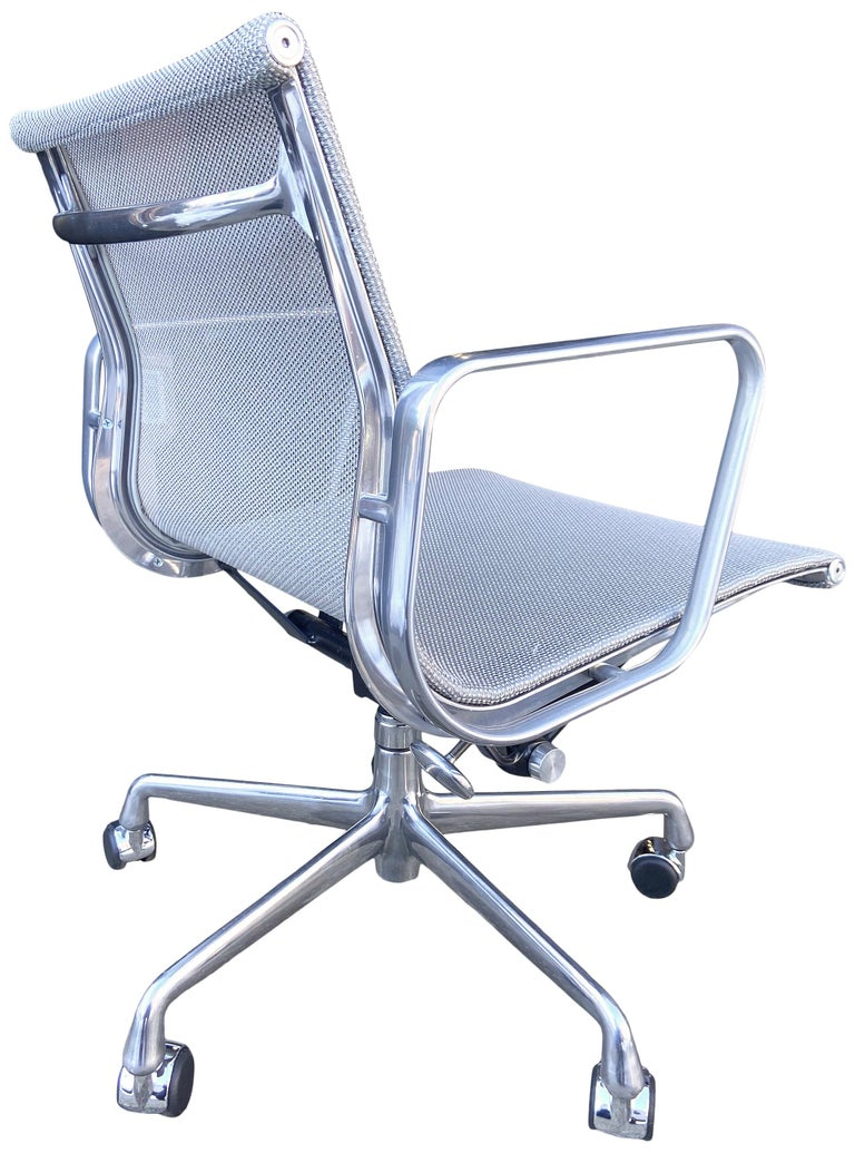 20th Century Eames Aluminum Group Chairs for Herman Miller For Sale