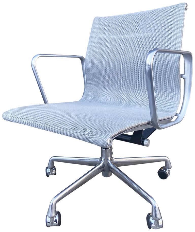 Eames Aluminum Group Chairs for Herman Miller For Sale 3