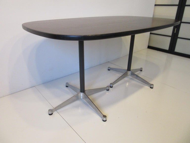 Mid-Century Modern Eames Aluminum Group Dining Table for Herman Miller For Sale