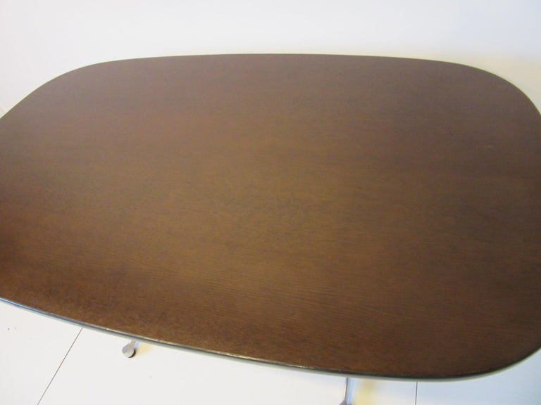 Eames Aluminum Group Dining Table for Herman Miller In Good Condition For Sale In Cincinnati, OH