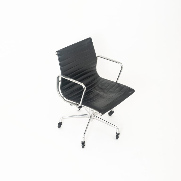 Mid-Century Modern Eames Aluminum Group Leather Desk Chair For Sale