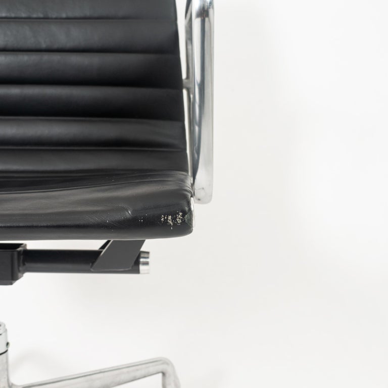 Eames Aluminum Group Leather Desk Chair In Good Condition For Sale In Seattle, WA