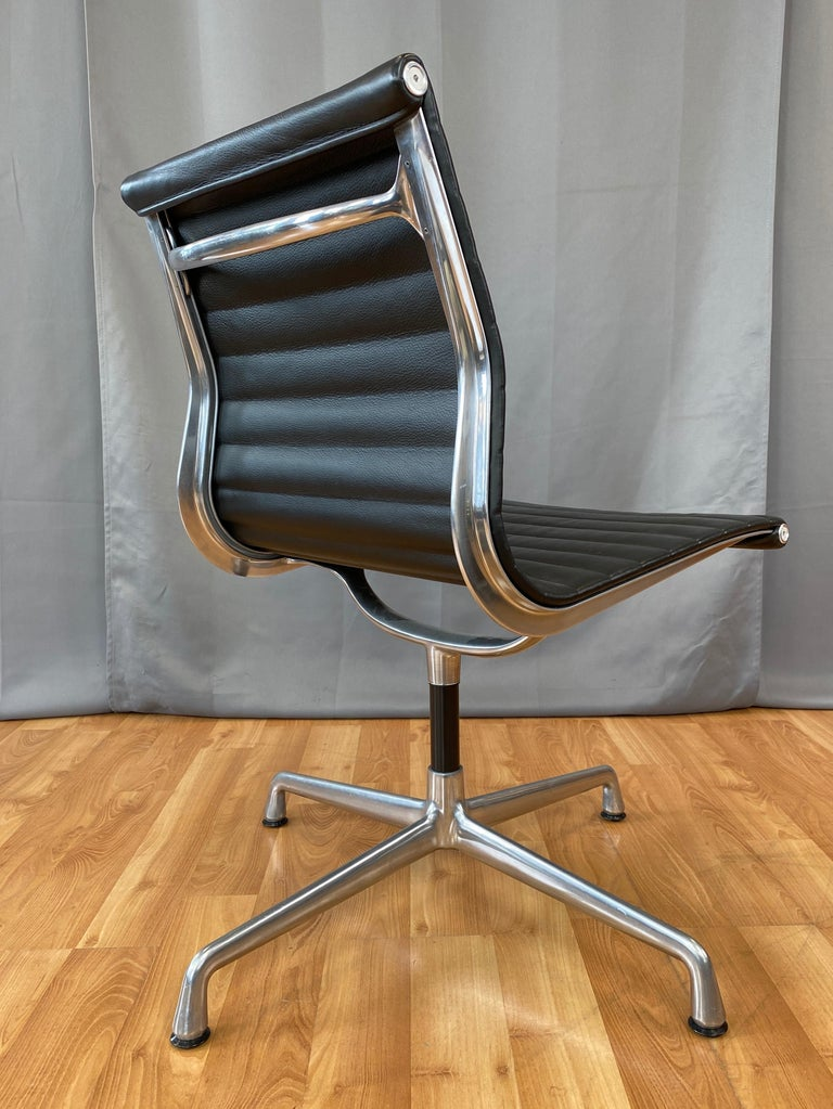 Eames Aluminum Group Side Chair, in Black Leather, 4 Star Base For Sale 4