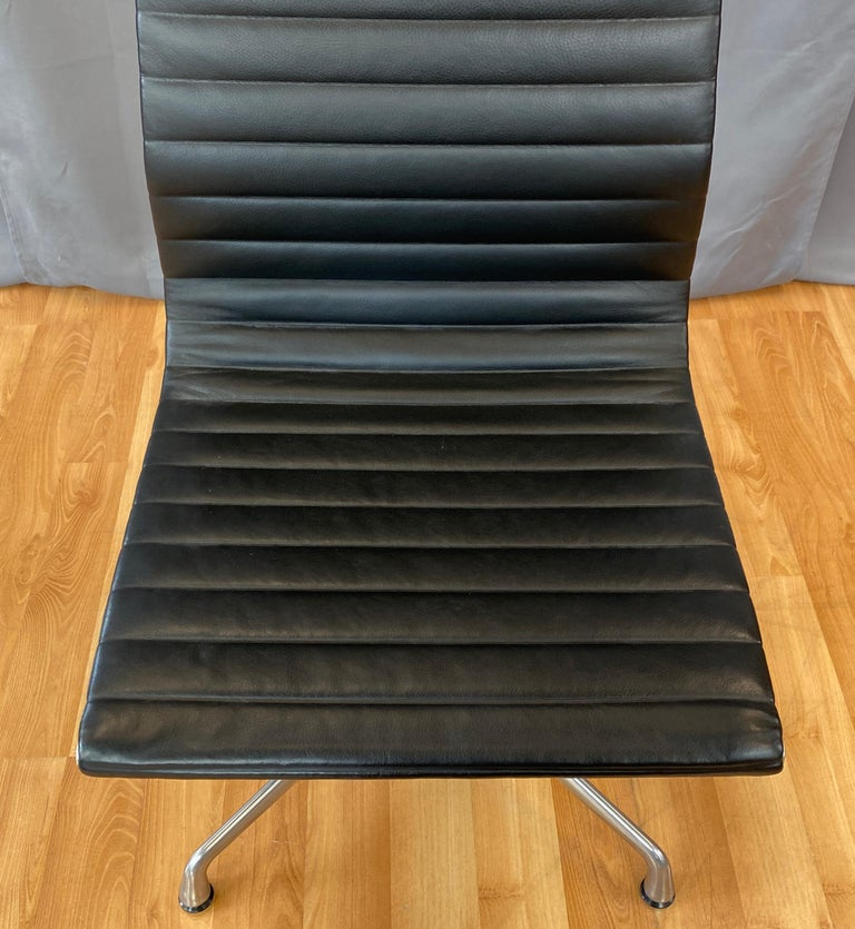 American Eames Aluminum Group Side Chair, in Black Leather, 4 Star Base For Sale