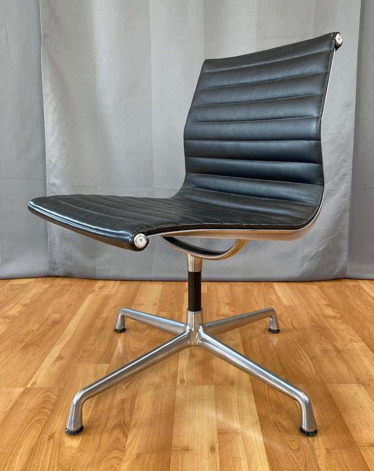 Contemporary Eames Aluminum Group Side Chair, in Black Leather, 4 Star Base For Sale