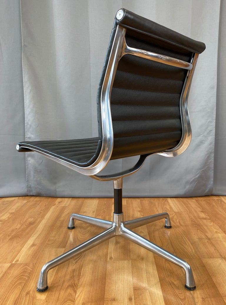 Eames Aluminum Group Side Chair, in Black Leather, 4 Star Base For Sale 2