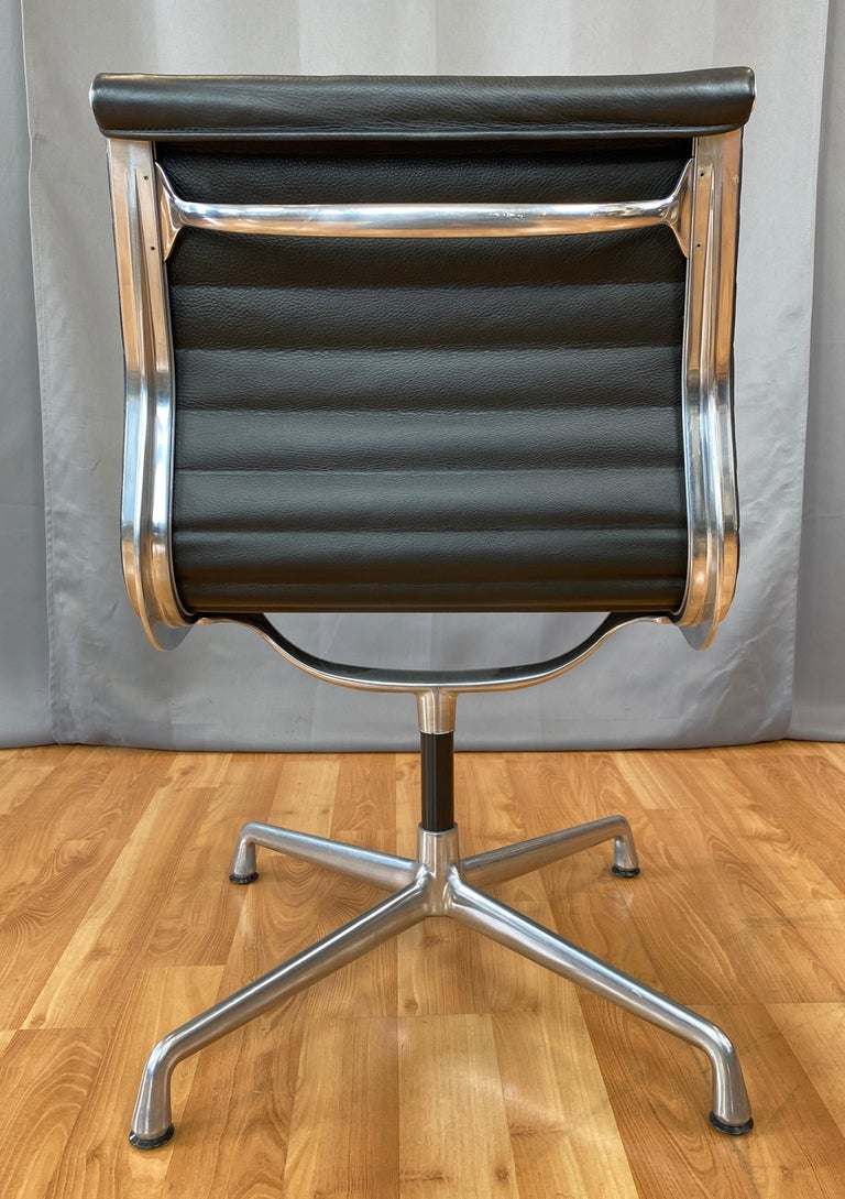 Eames Aluminum Group Side Chair, in Black Leather, 4 Star Base For Sale 3