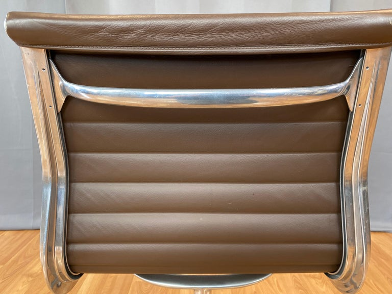 Eames Aluminum Group Side Chair, in Brown Leather 5 Star Base For Sale 11