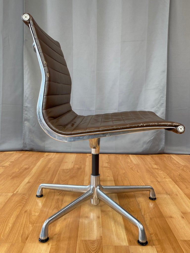 Eames Aluminum Group Side Chair, in Brown Leather 5 Star Base For Sale 1