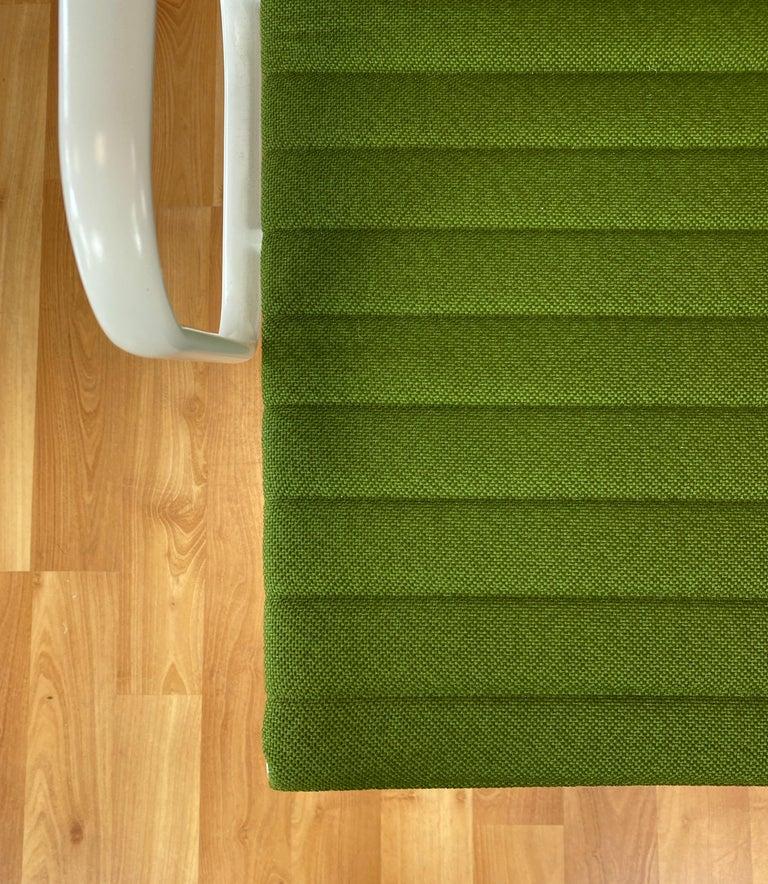 Eames Aluminum Group Side Chair, White Frame, Light Olive Green Upholstery For Sale 4