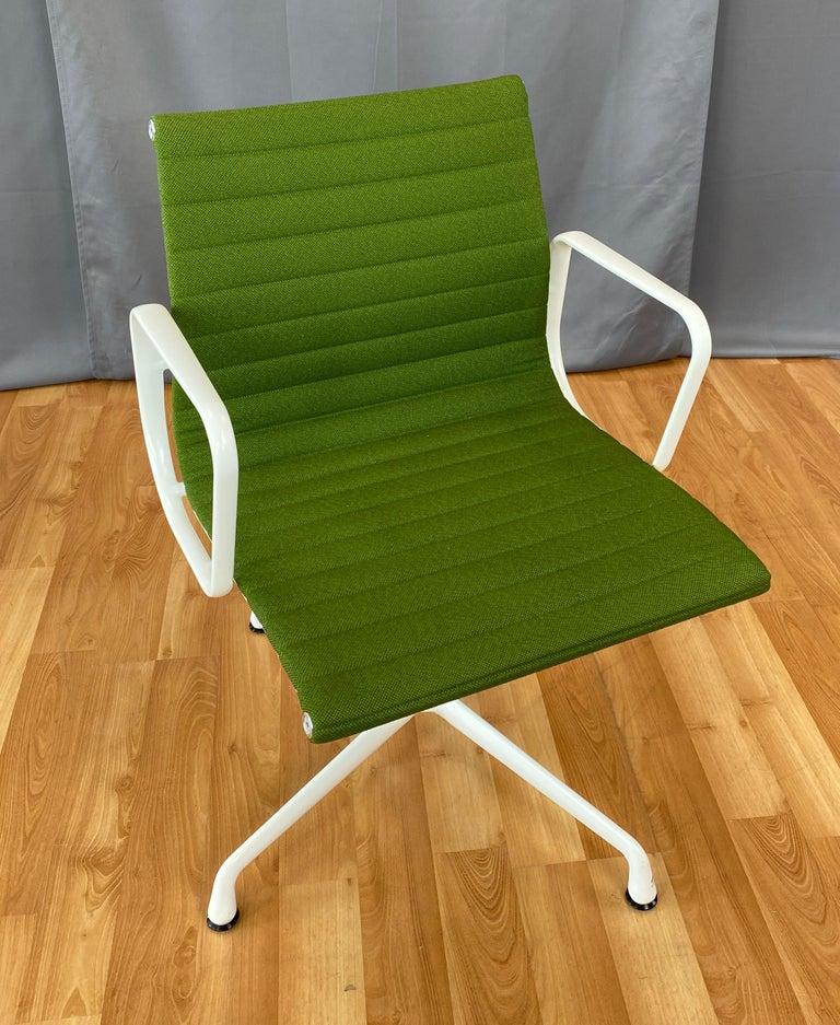 Eames Aluminum Group Side Chair, White Frame, Light Olive Green Upholstery For Sale 5
