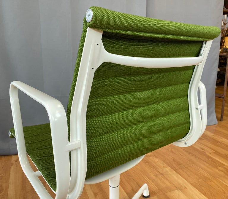Eames Aluminum Group Side Chair, White Frame, Light Olive Green Upholstery For Sale 6
