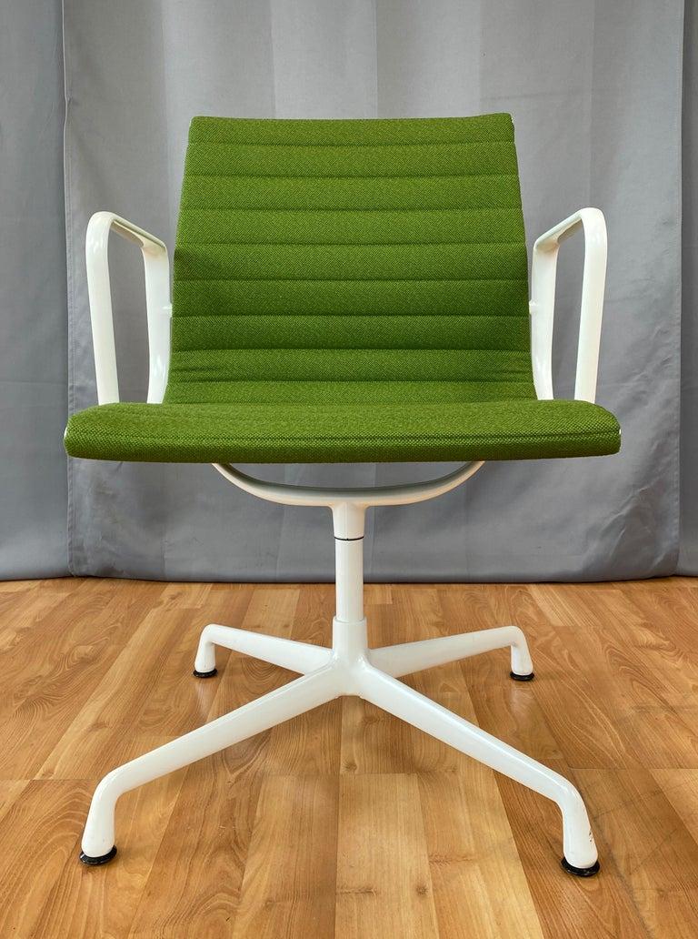 Mid-Century Modern Eames Aluminum Group Side Chair, White Frame, Light Olive Green Upholstery For Sale