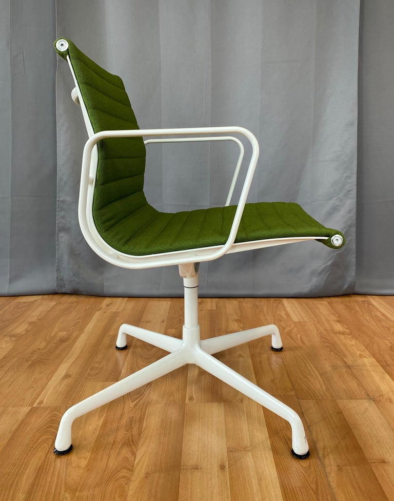 Eames Aluminum Group Side Chair, White Frame, Light Olive Green Upholstery In Good Condition For Sale In San Francisco, CA