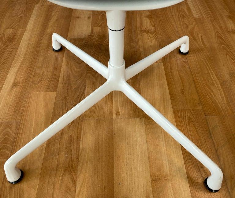 Eames Aluminum Group Side Chair, White Frame, Light Olive Green Upholstery For Sale 1