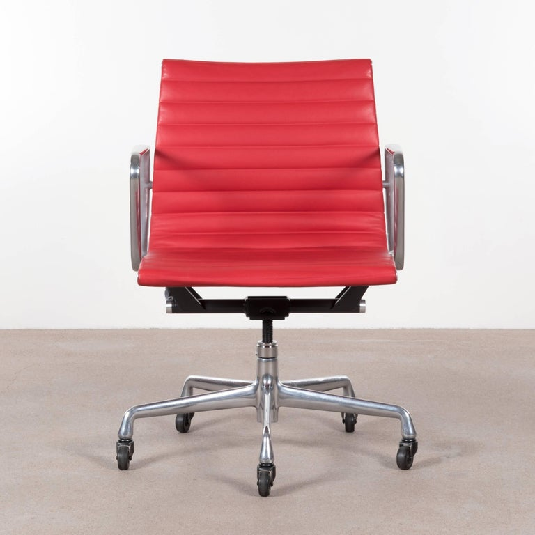 Eames Bright Red Leather Management Office Chair For Herman Miller In Excellent Condition