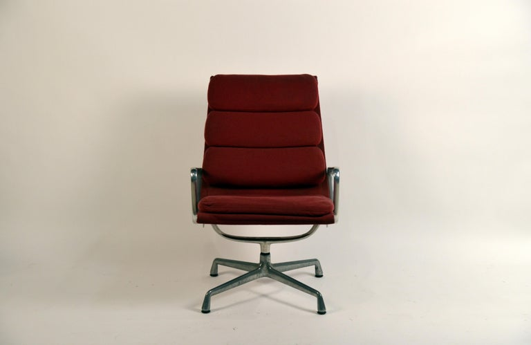 Mid-Century Modern Eames Burgungy EA 216 Soft Pad Swiveling Lounge Chair for Herman Miller For Sale