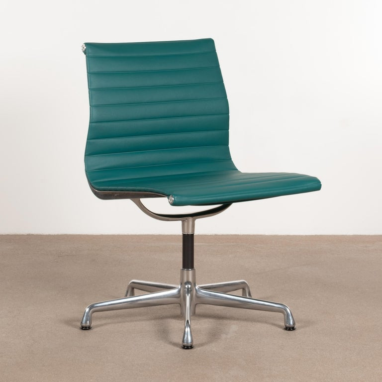 Mid-Century Modern Eames Conference Chair in Turquoise Vinyl for Herman Miller, USA For Sale