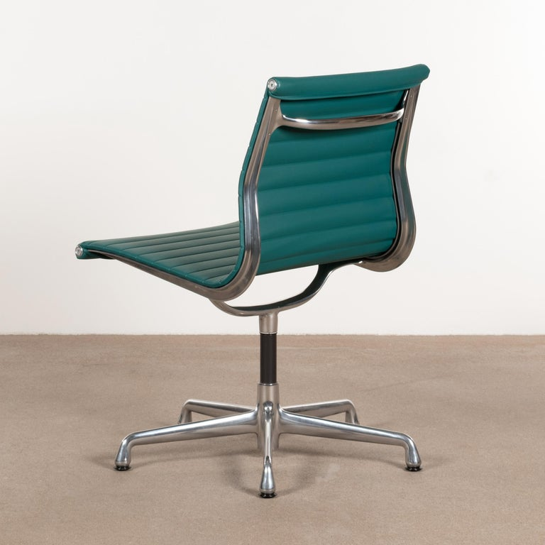 Eames Conference Chair in Turquoise Vinyl for Herman Miller, USA In Good Condition For Sale In Amsterdam, NL