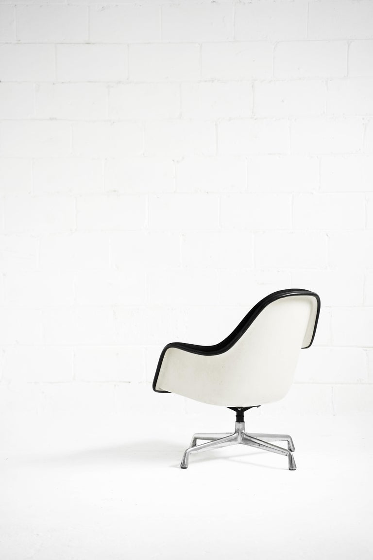 Eames EA178 Loose Cushion Armchair for Herman Miller For Sale 4