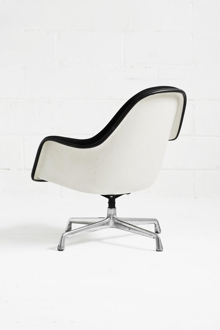 Amazing EA178 loose cushion armchair by Charles and Ray Eames. In good vintage condition with minor wear on original black fabric and light scratching on fiberglass frame. Includes detachable cushion and swivels.